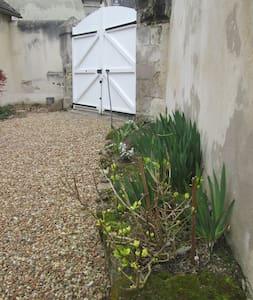 Saint Paterne :maison de famille - House