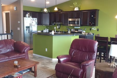 Beautiful town home with amenities! - Fargo