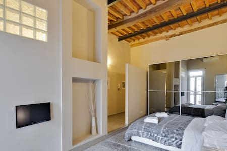 Modern/vintage studio with terrace - Lucca - Apartment