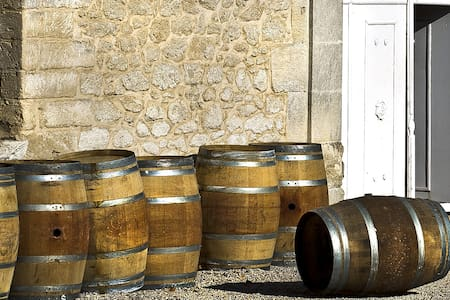 Mas au coeur d'un domaine viticole - House