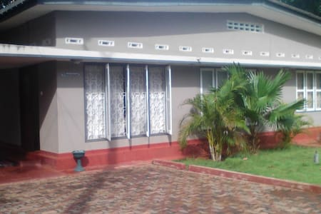 Holiday Home / Private rooms for rental in Jaffna - Hus