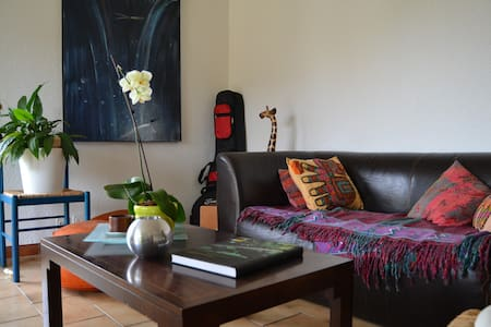 Comfy private room in sunny apart. in Gland - Wohnung