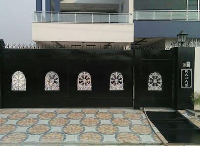 RAJA VILLAS - Lahore - Haus