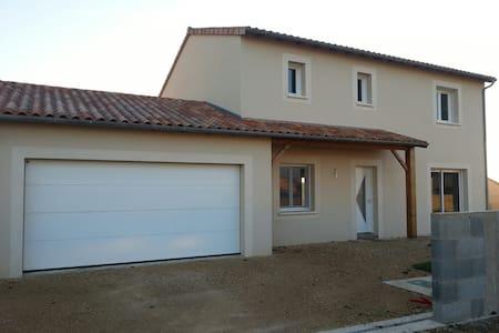 Maison individuelle avec jardin - Huis