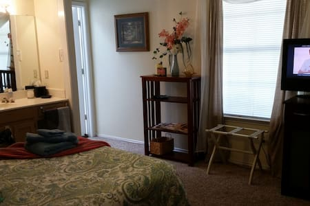 Double Bed in Private Rm w/in rm Vanity Share Bth - Irving - Casa