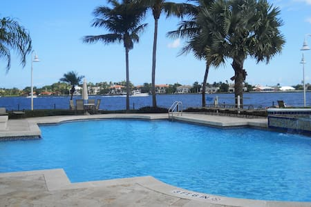Stunning  2 bedroom  on Intercostal - Kondominium