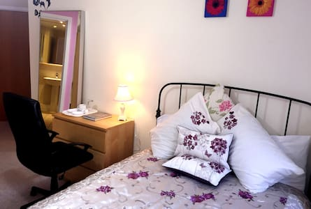 Private Double Bed En-suite Room - Apartemen