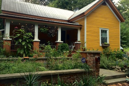 Cozy eccentric downtown Athens home - Σπίτι