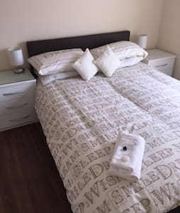 Double Room with Shared Bathroom - Port Talbot - Huis