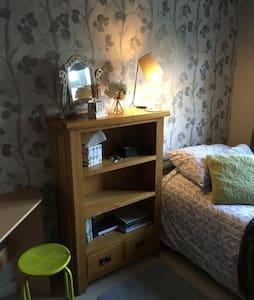 Value Single Bedroom -Worthing area - Worthing - House