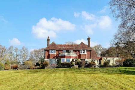 Beautiful detached sussex house set in 5 acres - Boarshead - House