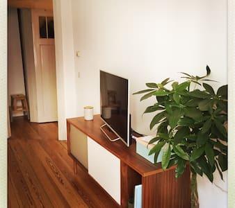 Kleine schöne Altbauwohnung zentral - Hamburg - Apartment