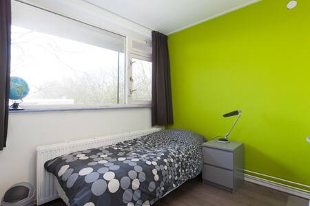 Quiet room in apartment with bike! - Apartment