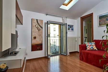 Accogliente bilocale in centro♥Cozy flat in center - Como