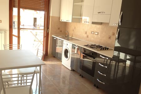 Flat with 3 bedrooms near the sea - Roccella Ionica - Apartment