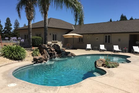 Large Close-In Country Home w/Pool. Private Resort - Elk Grove - Haus
