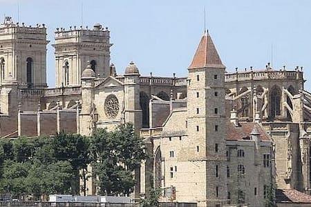 Au cœur du vieil Auch tout près de la cathédrale - Auch