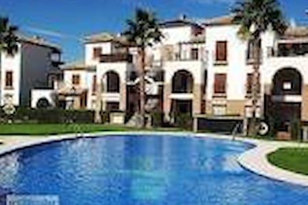 Habitacion con baño Indv. en Urb. con Piscina y Ga - Vera