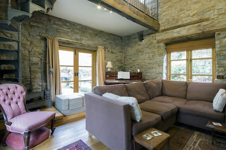 Converted mill on a river bank. - Hundred House - Bed & Breakfast