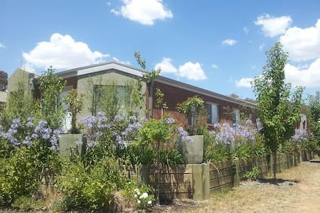 Majura House - home away from home - Dom