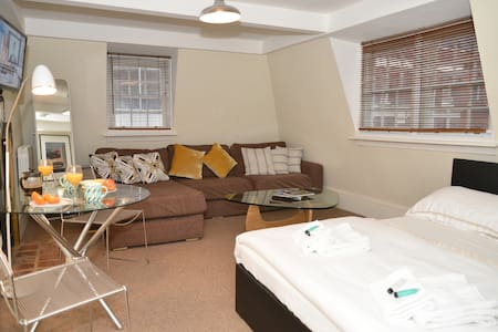 Lovely Room Central Soho! Penthouse Apartment (1) - Huoneisto