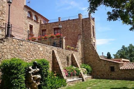 Casa rústica en núcleo medieval de Castell d'Aro - House