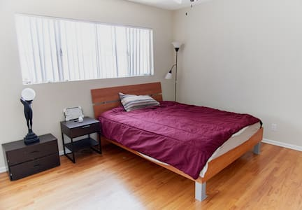Quiet place but close to everything cool! - Los Angeles - Apartment