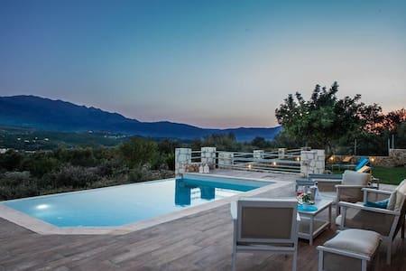 Villa Nicolas-luxury home, plaka - Αλμυριδα - Vila