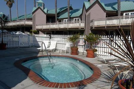 Pismo Beach Gorgeous 1 bedroom Queen for 4 - Pismo Beach