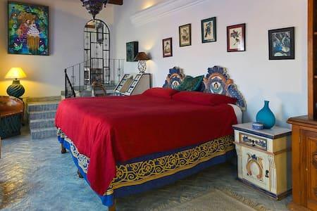 Enormous Blue Suite Primo Location - San Miguel de Allende - House