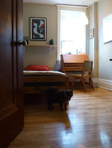 Charming room in Outremont, close to Mile End - Apartment