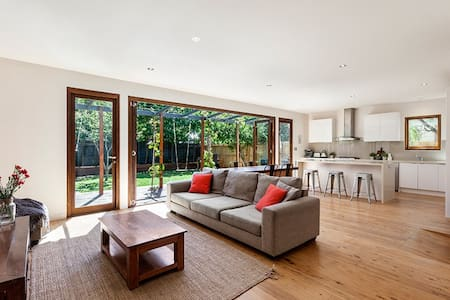 Westgarth Renovated Family Home - Northcote - House