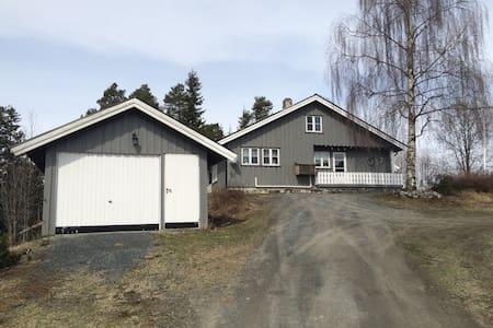 """""""Valstad"""", Sjarmerende hus på gård - Rogne - 独立屋"""