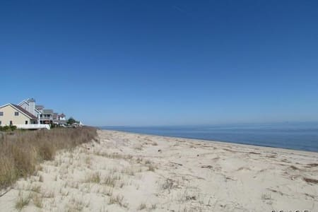 Tax Free Shopping & Private Beach In-law Apt. - Milford