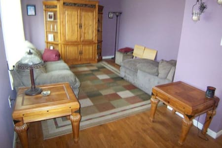 Cozy private rooms near edison station and rutgers - Edison - Apartment