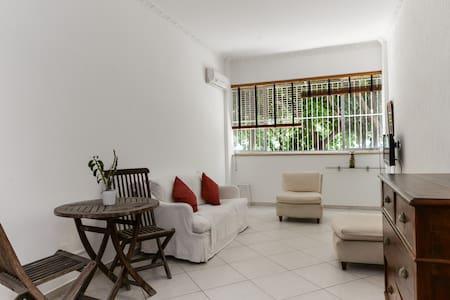 Hot spot at Leblon beach - Apartment
