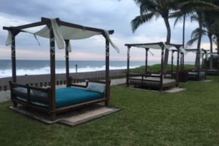 Amazing beach front villa w private pool + terrase - Villa