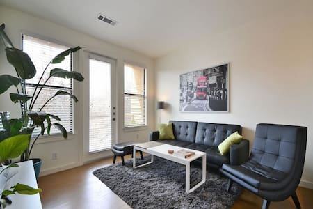 Downtown Upgraded Unit in SOCO! - Austin - Apartment