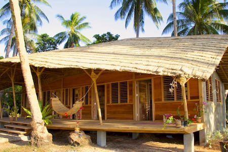 Kaibigan Soul Camp • WHALESHARK • longhouse garden - Pension