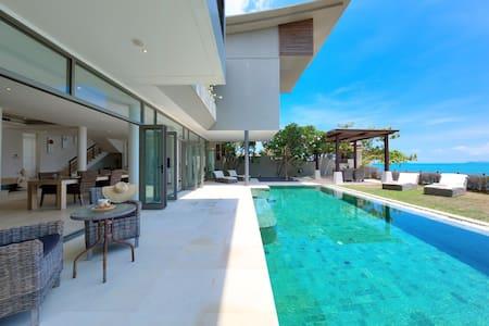 LUXURY BEACHFRONT VILLA - Villa
