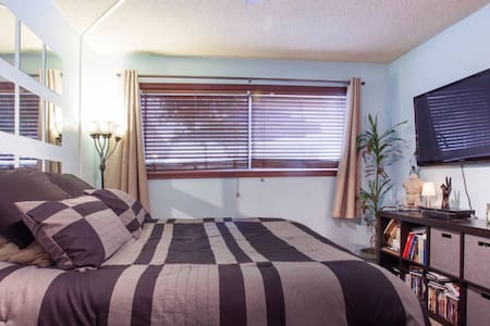 HEART of West Hollywood PRIVATE room/barthroom - West Hollywood - Condominium