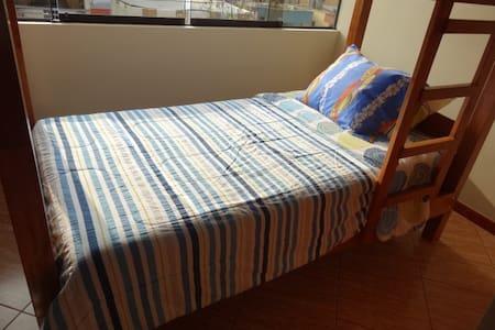 2段ベッドになっていますが、友人同士やカップルにお勧めの個室です。 - San Borja