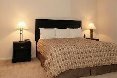 CLEAN SAFE & QUIET  {}  north-east of manhattan ! - Bronx - Condominio