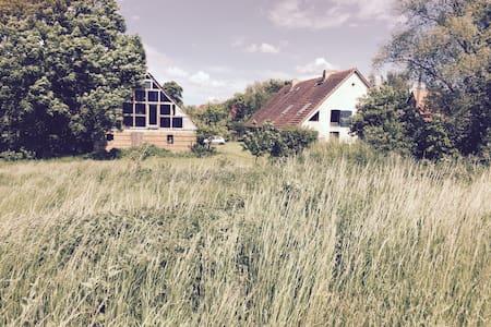 Lehmhaus in idyllischer Lage - Szeregowiec