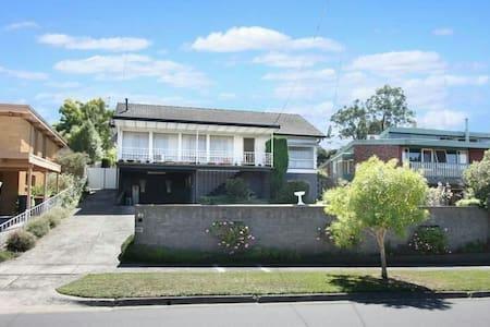 good view & sport 3 bedroom house - Mount Waverley - Villa