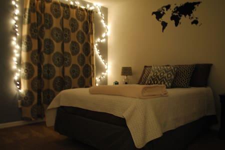 Clean+Cute Private Bed/Bath Near UF