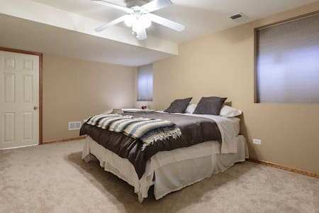 Quiet, private, comfortable and friendly. - Naperville - Wohnung