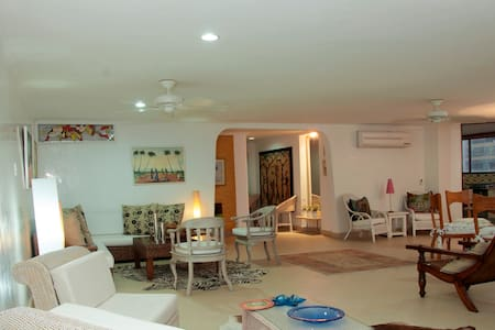 Stunning 3BR Condo in Bocagrande - Apartment