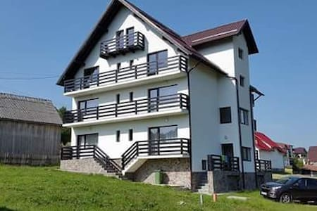 Holiday House, mellow and warm, near Bran Castle - Bran - Bed & Breakfast
