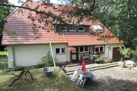 Eckzimmer im Haus am Hang - Neubrandenburg - Hus